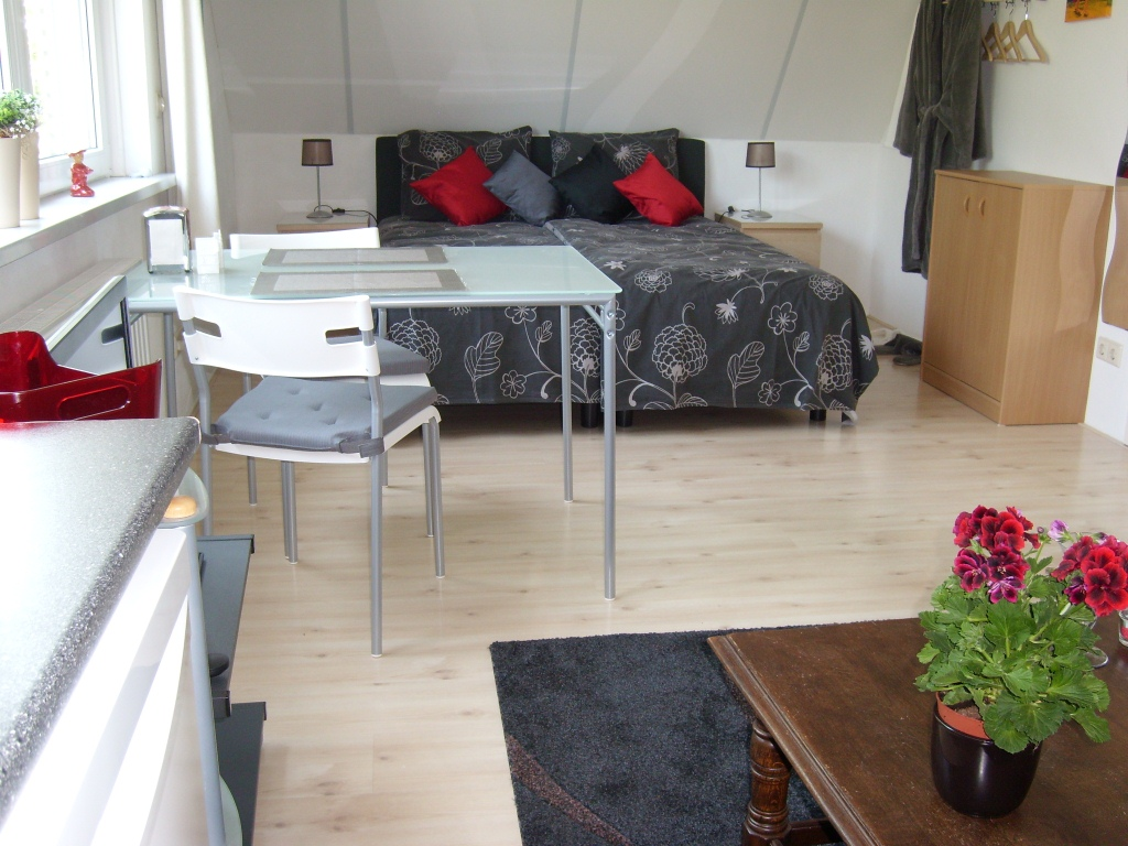 Slaapkamer Nachtlampjes : single beds (2.00x0.80) 2 nightstands with ...